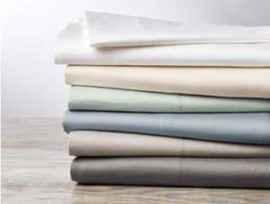 Sateen bed sheets of organic cotton by Coyuchi